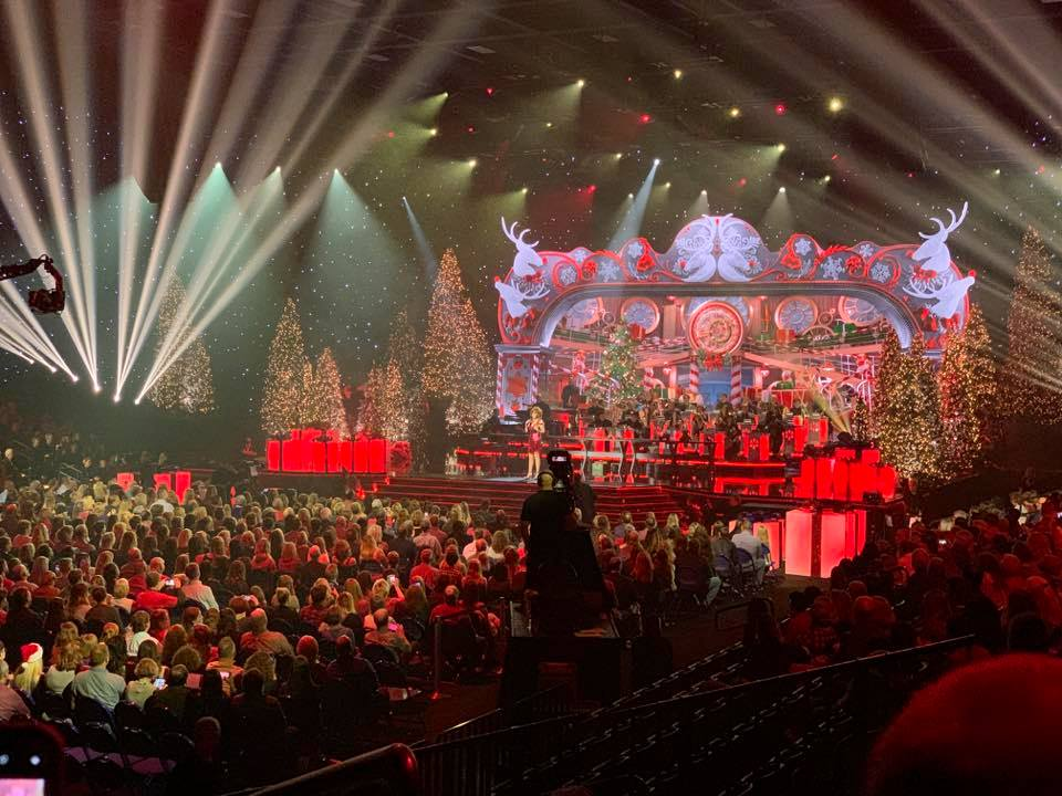 CMA Country Christmas' Comes to the Curb   Belmont University News