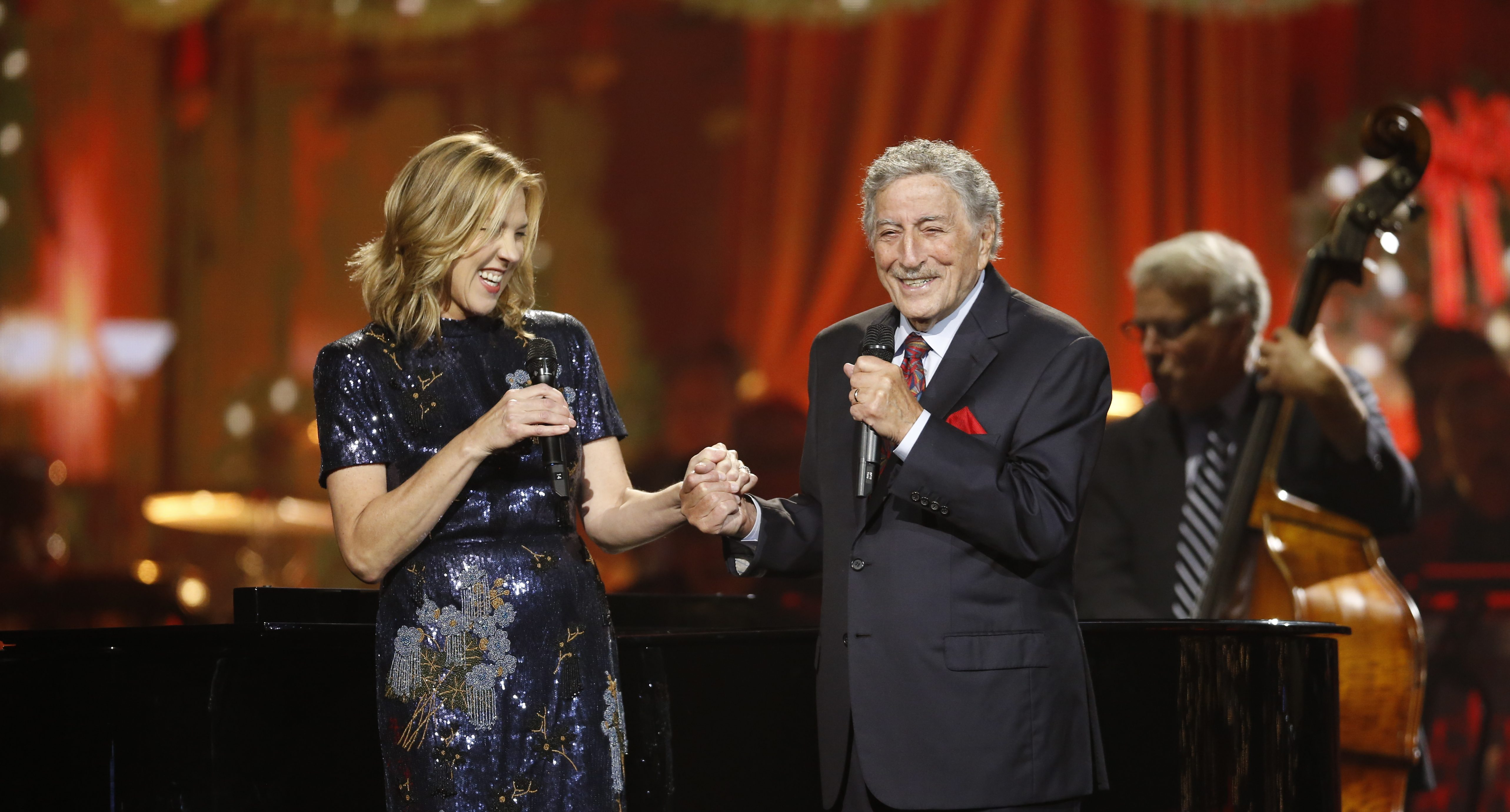Cma Country Christmas.Cma Country Christmas Set To Air Dec 10 On Abc Belmont